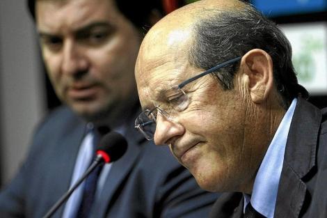 El presidente del Valencia CF, Manuel Llorente, con gesto serio   José Cuéllar