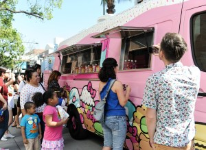 49 Hello Kitty Cafe Truck - crowd