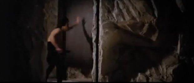 Intento avanzar dentro de la cueva y me cierran la puerta de golpe, cuando me giro para volver sobre mis pasos me cierran la otra salida.