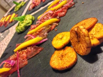sashimi-atun-aguacate-mango-platano-macho