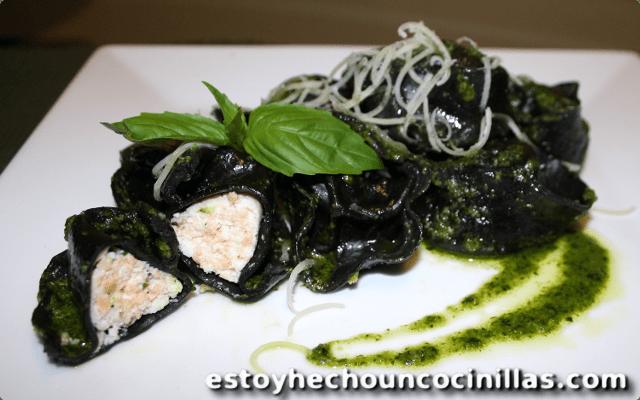Receta de tortellini negros rellenos de salmón y requesón al pesto suave