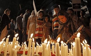 velatorio-por-menores-muertos-en-pakistan.png