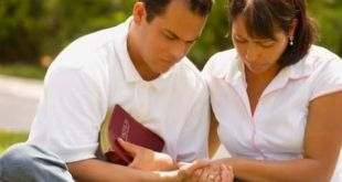 casal orando