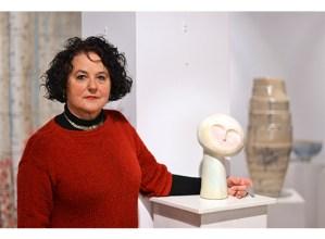 """Esther  Galarza,  artista:  """"Hartu-eman  naturala  sentitzen  dut  zeramikarekin"""""""