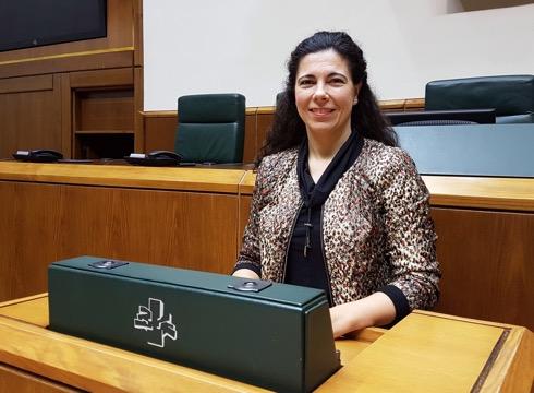 Eva  Juezek  ordezkatuko  du  Garbiñe  Mendizabal  EAJ-PNVren  legebiltzar-taldean