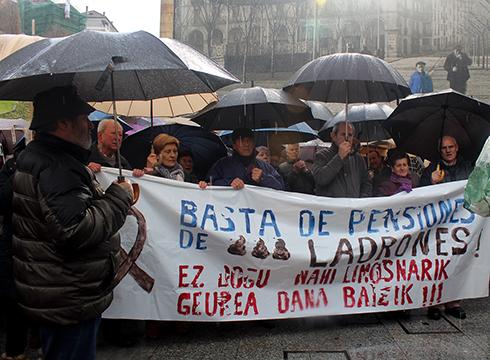 Jubilatuek  pentsio  duinak  eskatzeko  kontzentrazioa  eta  manifestazioa  egin  dute