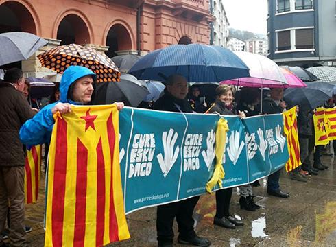 Kataluniarekiko  elkartasuna  azaldu  zuten  eibartarrek  atzo  eguerdian  Untzagan