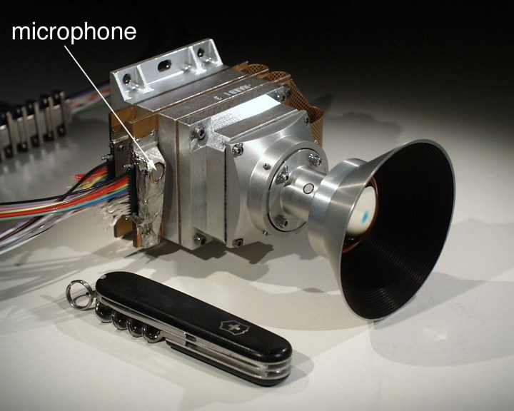 O sistema MARDI e o microfone equipam a sonda Phoenix em Marte.