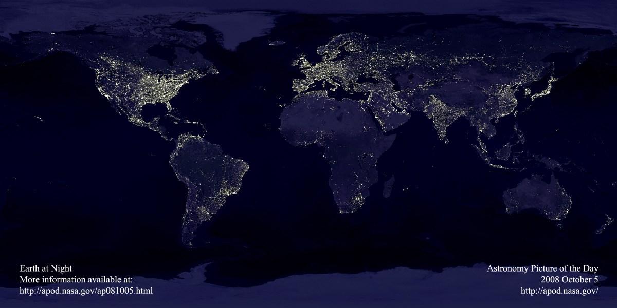 A Terra Vista do Espaço à Noite