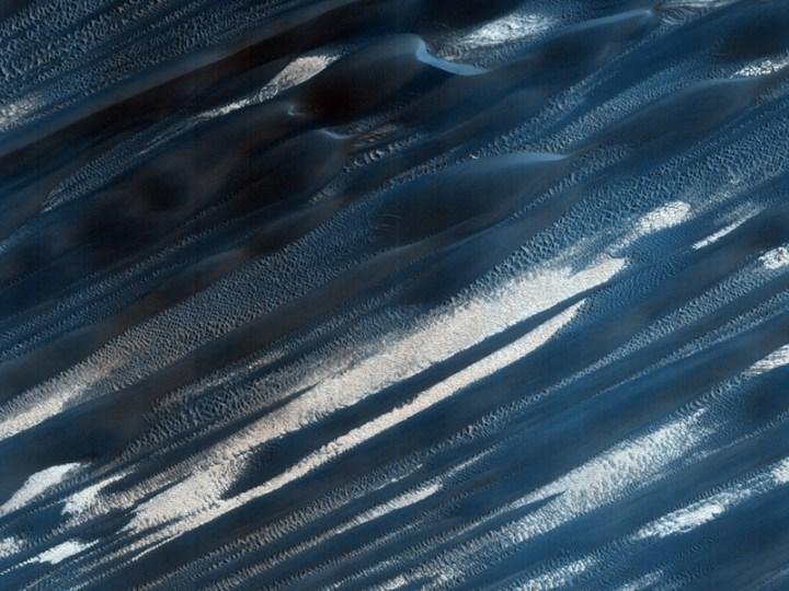 Dunas em Abalos Mensa. Crédito: NASA/JPL/HiRISE-Universidade do Arizona