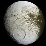 Cassini revela Japeto, a misteriosa lua pintada de Saturno
