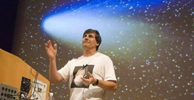 Imagem de uma aula do professor Alex Filippenko foi eleito professor do ano pelo CASE em 2006