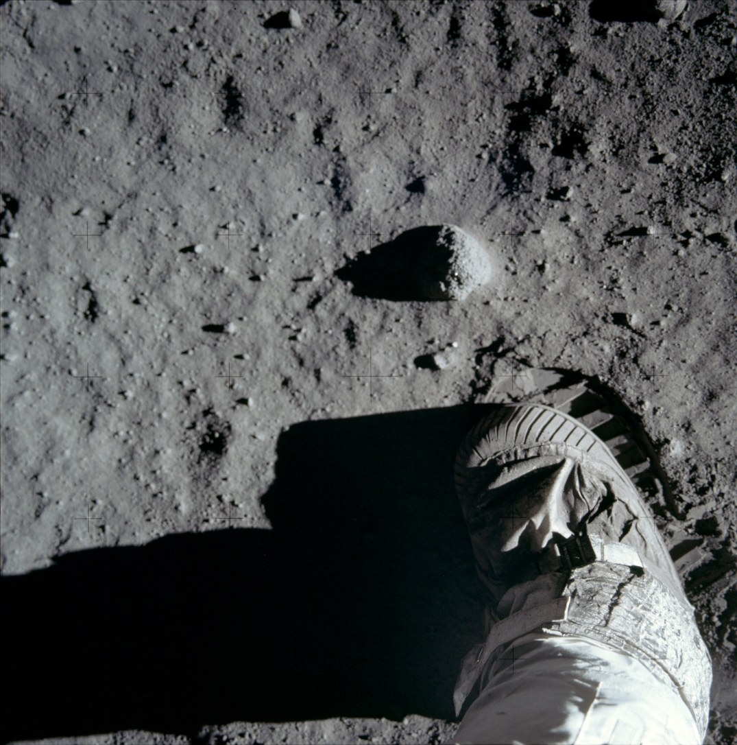 http://www.slate.com/blogs/bad_astronomy/2014/07/20/apollo_11_anniversary_45_years_sine_that_one_small_step.html