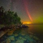 Raríssima aurora: um arco de prótons sobre o Lago Superior por Ken Williams