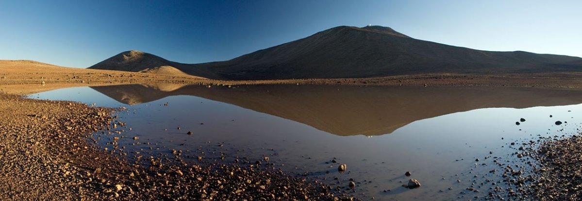 ESO: Água no Deserto do Atacama próxima ao Monte Paranal por Gerhard Hüdepohl