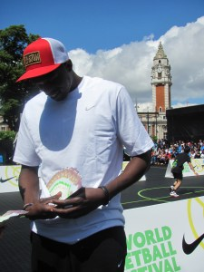 Loul Deng Holding 5B£ with his face