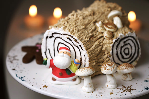 Coffee Yule Log Cake - Bûche de Noël Recipe - Eugenie Kitchen