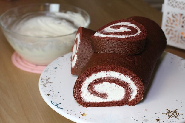 red-velvet-buche-de-noel-christmas-cake-roll-yule-log5