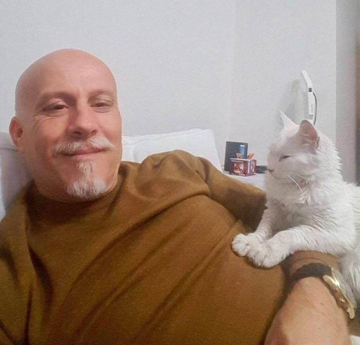 仲良しなおじさんと猫