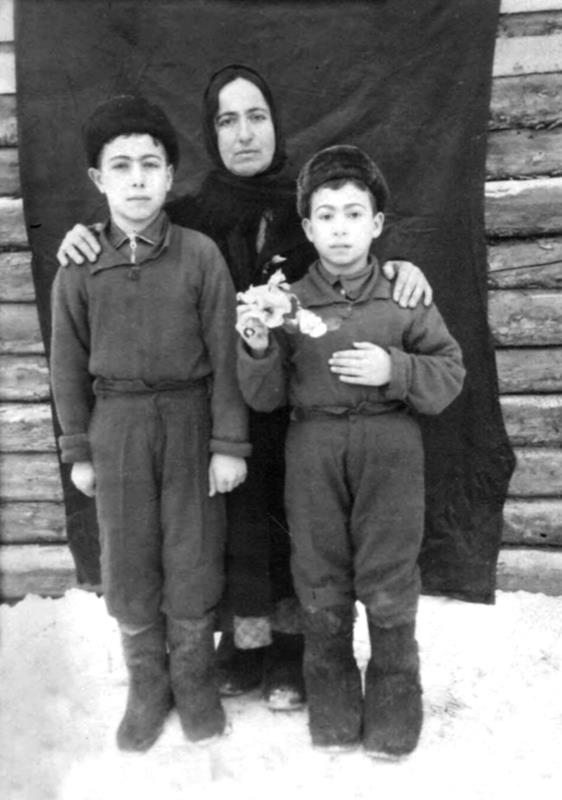 tatars 7 Crimean Tatars in resettlement areas after being deported in 1944