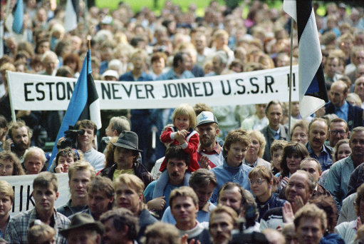 Baltic Protest, 1989 -  Pekka Elomaa/AP, thejournal.ie