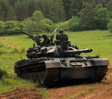A Romanian TR-85M1 tank training to fight Russians