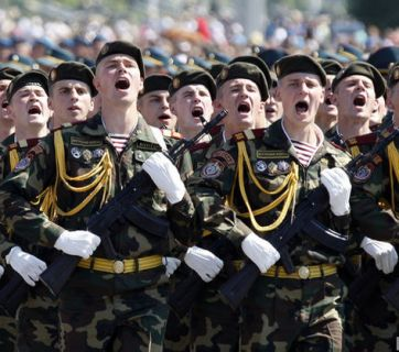 Belarusian troops on parade (Image: EPA/UPG)