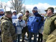 OSCE monitors and Russian-Ukrainian contact group members during a visit to Shyrokyne