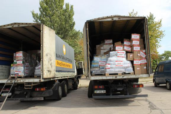 Trucks carrying humanitarian aid from Rinat Akhmetov. Photo: espreso.tv