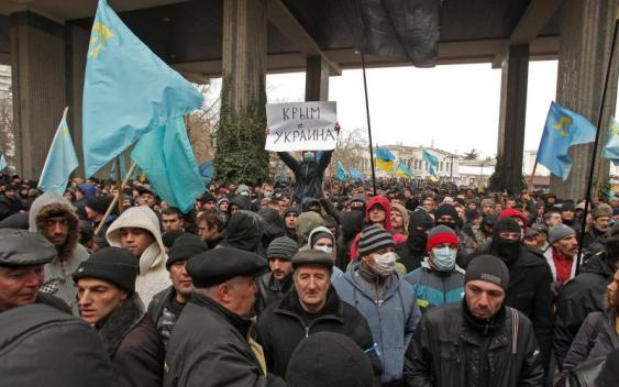 Crimean Tatars at the demonstration in support of Ukraine's territorial integrity on 26 February 2014. Photo: EPA