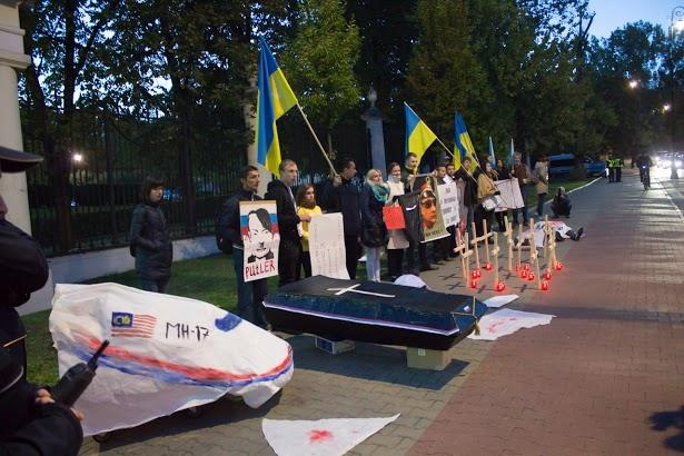 Protest in front of the Russian Embassy in Warsaw, October 2015. Photo by Euromaidan Warszawa