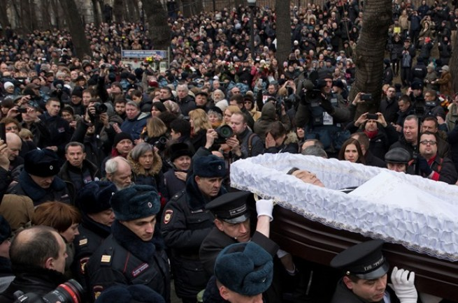 Crowds gather at Borıs Nemtsov funeral on 3 March 2015, Moscow. Photo by: AP