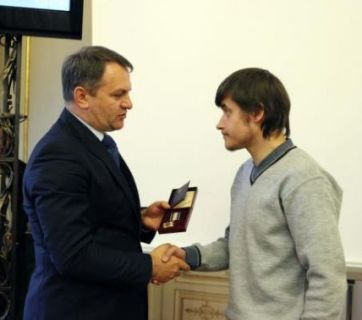 "Ihor Zastavny, Maidan hero, receives the Order ""For courage"" from the Head of Lviv Regional State Administration, Oleh Syniutka"