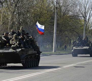 Russian occupation force entering a captured town in the Donbas, Ukraine in April 2014 (Image: kommersant.ru)