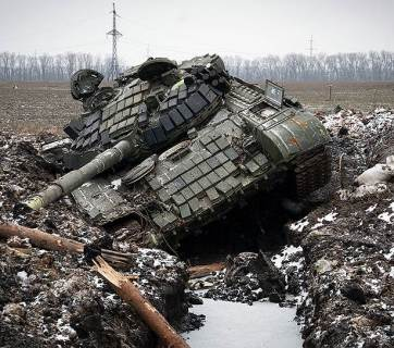 A tank of the Russian occupation force in the Donbas stuck in a trench (Image: kommersant.ru)