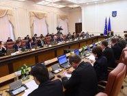Volodymyr Groysman conducting the meeting of Cabinet of Ministers. Photo: UNIAN