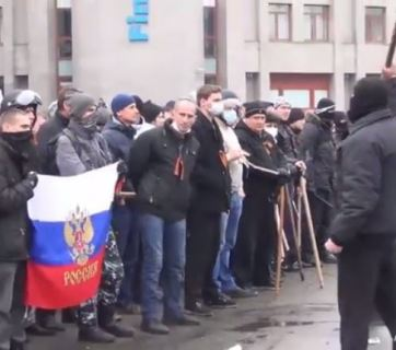A pro-separatism rally organized with the help of Russian officials near the Odesa Oblast Council on 1-3 March 2014. Photo: snapshot from the video released by the GPO