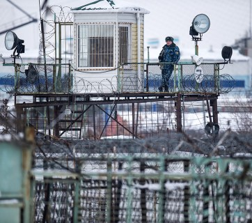 Armed guard at a Russian prison (Image: RIA)