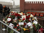 The site of Putin's critic and opposition leader Boris Nemtsov's murder located near the Kremlin on the day of march in his memory. March 1, 2015 (Image: kykyruzo.ru)