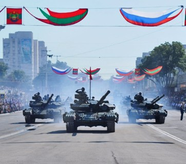 "T-64 tanks taking part in a military parade celebrating the 25th anniversary of ""Transnistria foundation"". Tiraspol, occupied region of Transnistria, Moldova. September 2, 2015. Image: novostipmr.ru"