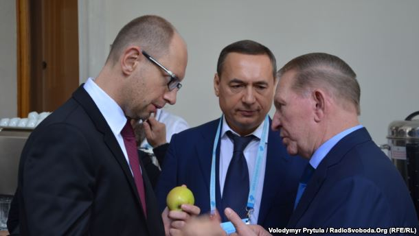 From left to right: Arseniy Yatseniuk, Mykola Martynenko, Leonid Kuchma. Photo: RFE/RL
