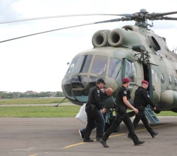 The detained officials were brought to Kyiv by helicopter. Photo: glavcom.ua