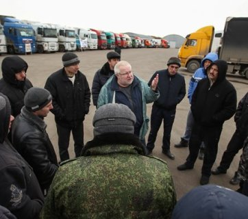 Russia's striking long-haul truckers (Image: rbc.ru)