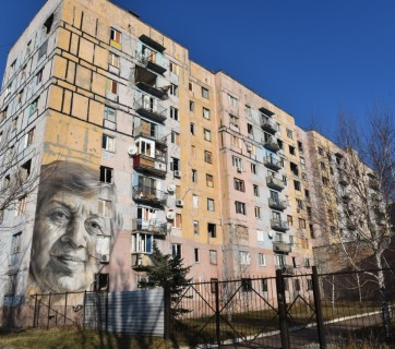 A building in Avdiivka, the city which remains a hotspot of Donbas, features a mural with the face of an ordinary teacher. Photo: everyday.in.ua