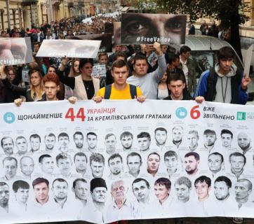 Students in Lviv (Ukraine) demand to free the Ukrainian hostages of the Kremlin on 20 September 2017, when there were 44 prisoners. Image: zahid.net