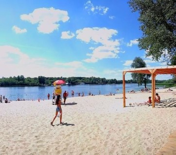 One of the Kyiv beaches along the Dnipro river. Photo: gb.kyivcity.gov.ua