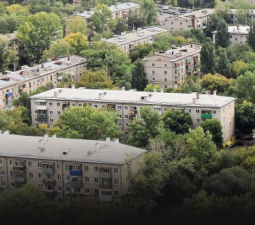A panorama of identical five-floor buildings built after WWII is typical for any post-Soviet city. Photo: life.pravda.com.ua