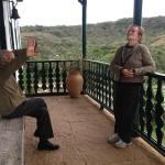 Um domingo maravilhoso com meus tios-avós Fernando e Ilda na Fazenda Cachoeira  Ele tem 90 e ela 85 anos, vividos com muitao bom humor, vitalidade e paixão um pelo outro e pela terra #brasilprofundo #eusouatoa