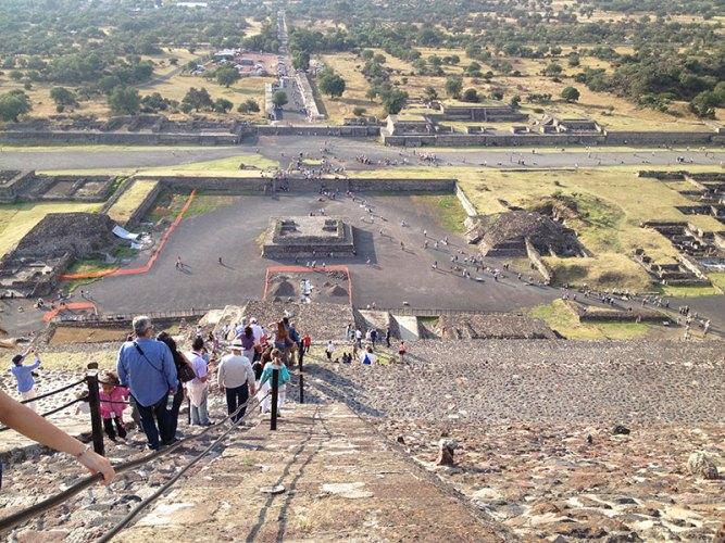 Teotihuacan-piramide-del-sol-escaleras