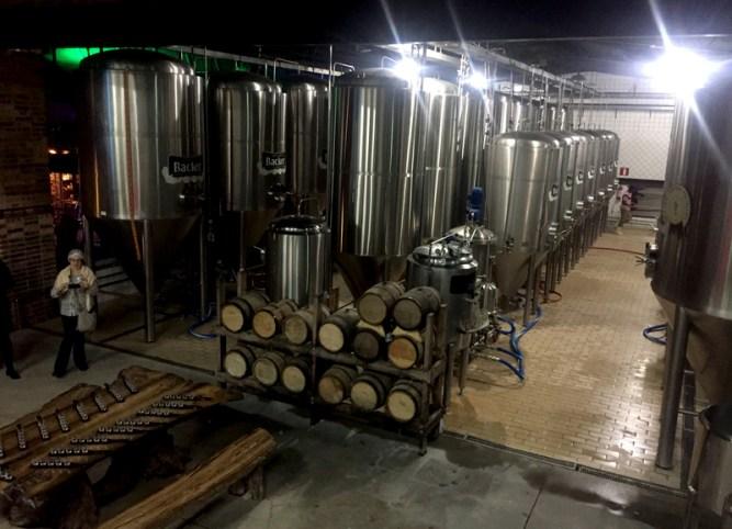 fabrica-da-cervejaria-artesanal-backer-eusouatoa